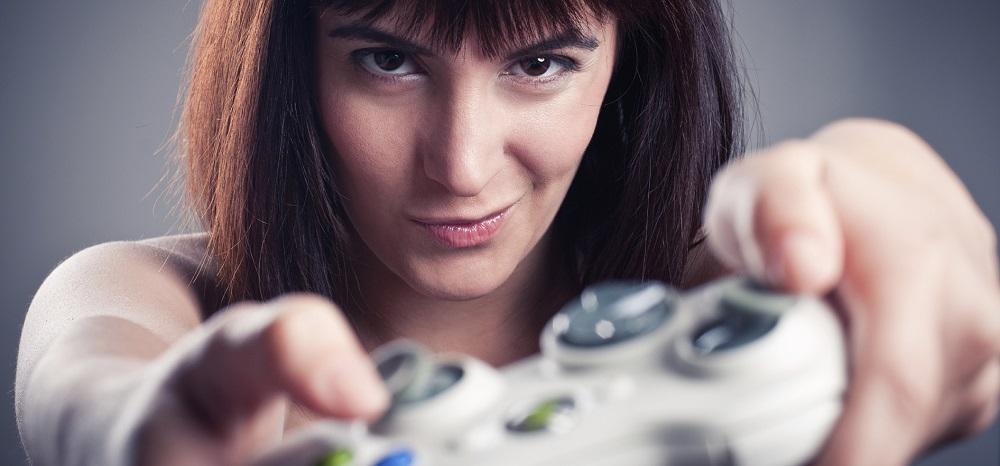 141819-female-italian-gamer-6.jpg