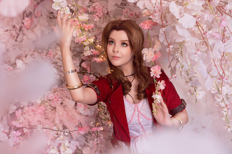 120748-cosplay_aerith_by_disharmonica_de