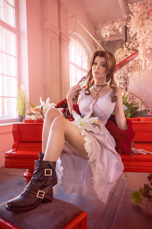 120751-cosplay_aerith_by_disharmonica_de